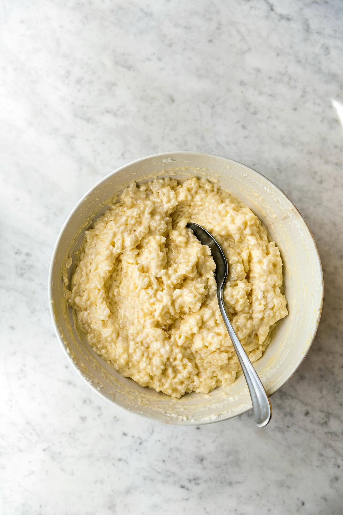 riso cotto con aggiunta di aromi, uova e zucchero